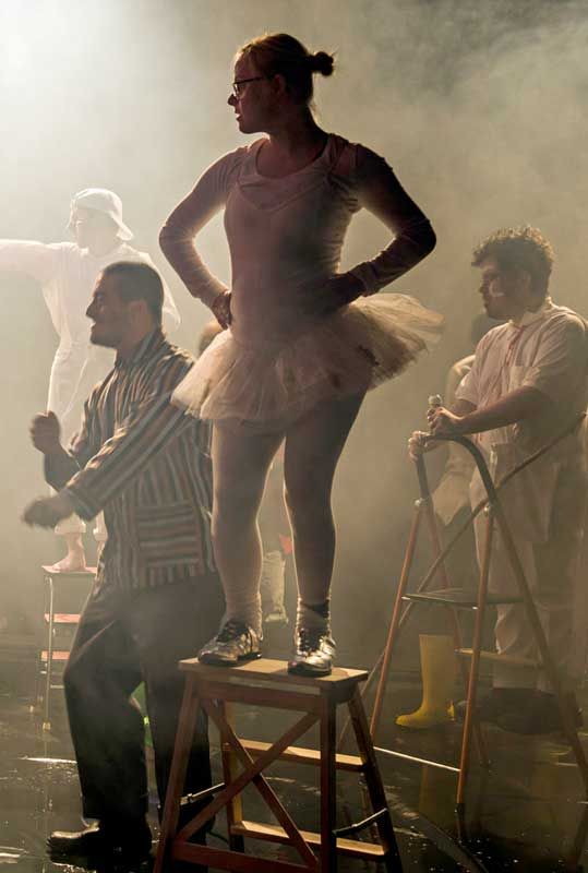 Eine Szene aus dem Stück Zyklus. Nora Tosconis hat Regie geführt.
